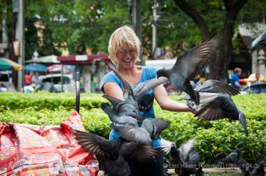Yvi mit ganz vielen Tauben