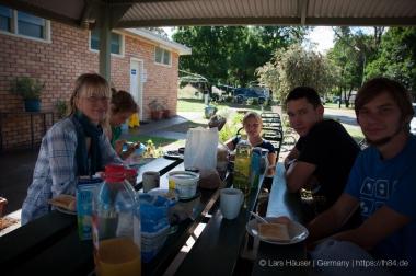 Yvi, Teresa (NZ), Jolli (Ger), Georg (Ger), Lars (v.l.n.r.)